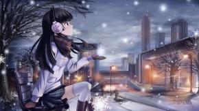 Голубоглазая девушка в снежную зимнюю погоду