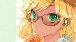 Девушка в странных очках