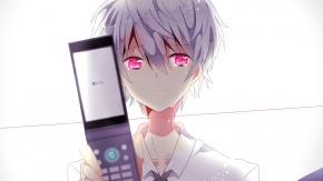 Японский мальчик с телефоном раскладушкой