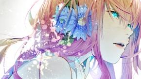 Девушка с загадочным взглядом и цветком в волосах